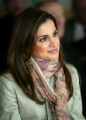 4-queen-rania-of-jordan-most-beautiful-hottest-royal-women.jpg