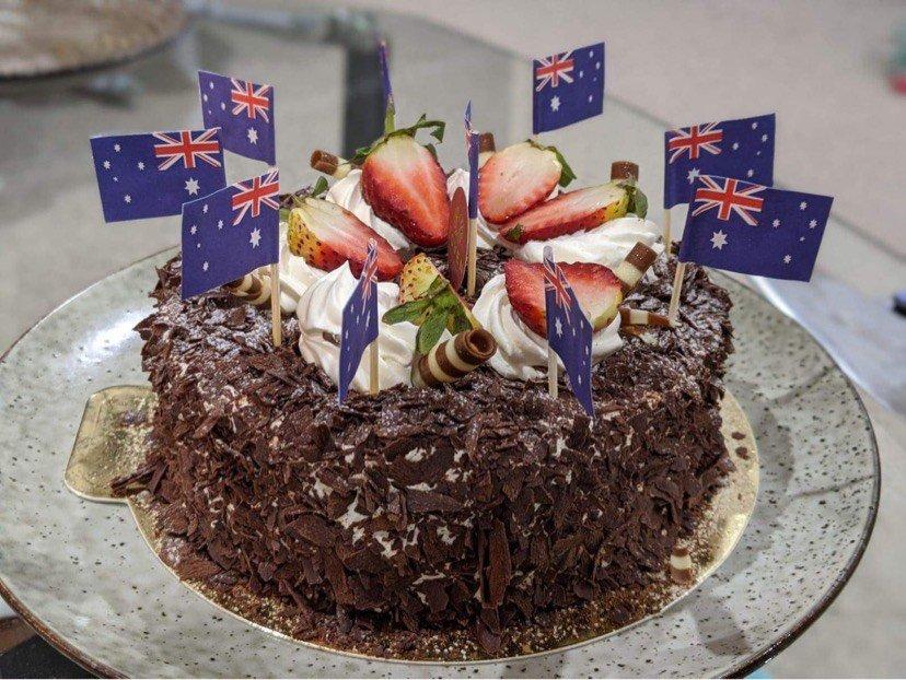 large.cake-celebrate-Australian-citizens
