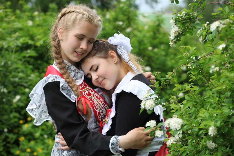 Школьницы-выпускницы-девочки-чулочки-бантики-трусики 12.jpg
