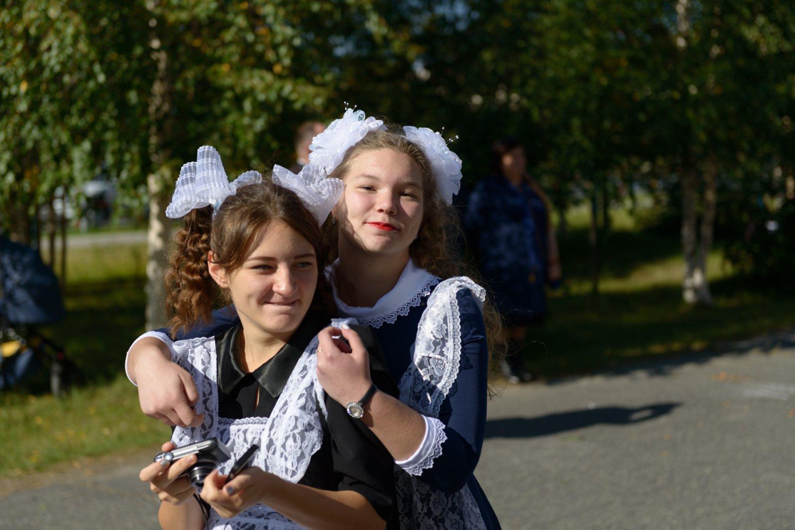 Школьницы-выпускницы-девочки-чулочки-бантики-трусики 25.jpg