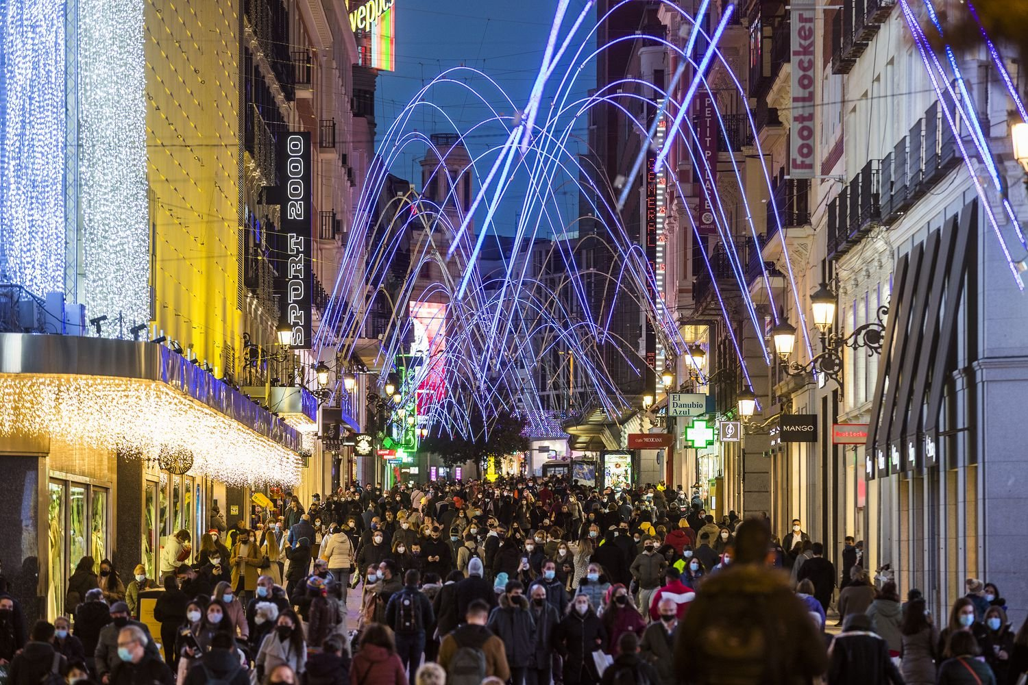 Crowds on Preciados street in downtown Madridvisa-news-rospersonal-Mikhaylov-Evgeny-Matveevich-Immigration-Agent-Moscow.jpg