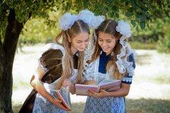 Школьницы-выпускницы-девочки-чулочки-бантики-трусики 8.jpg