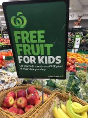 free fruits for children while you shop-visa-news-rospersonal-Mikhaylov-Evgeny-Matveevich-Immigration-Agent-Moscow 2.jpg