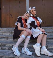 Школьницы-выпускницы-девочки-чулочки-бантики 33.jpg