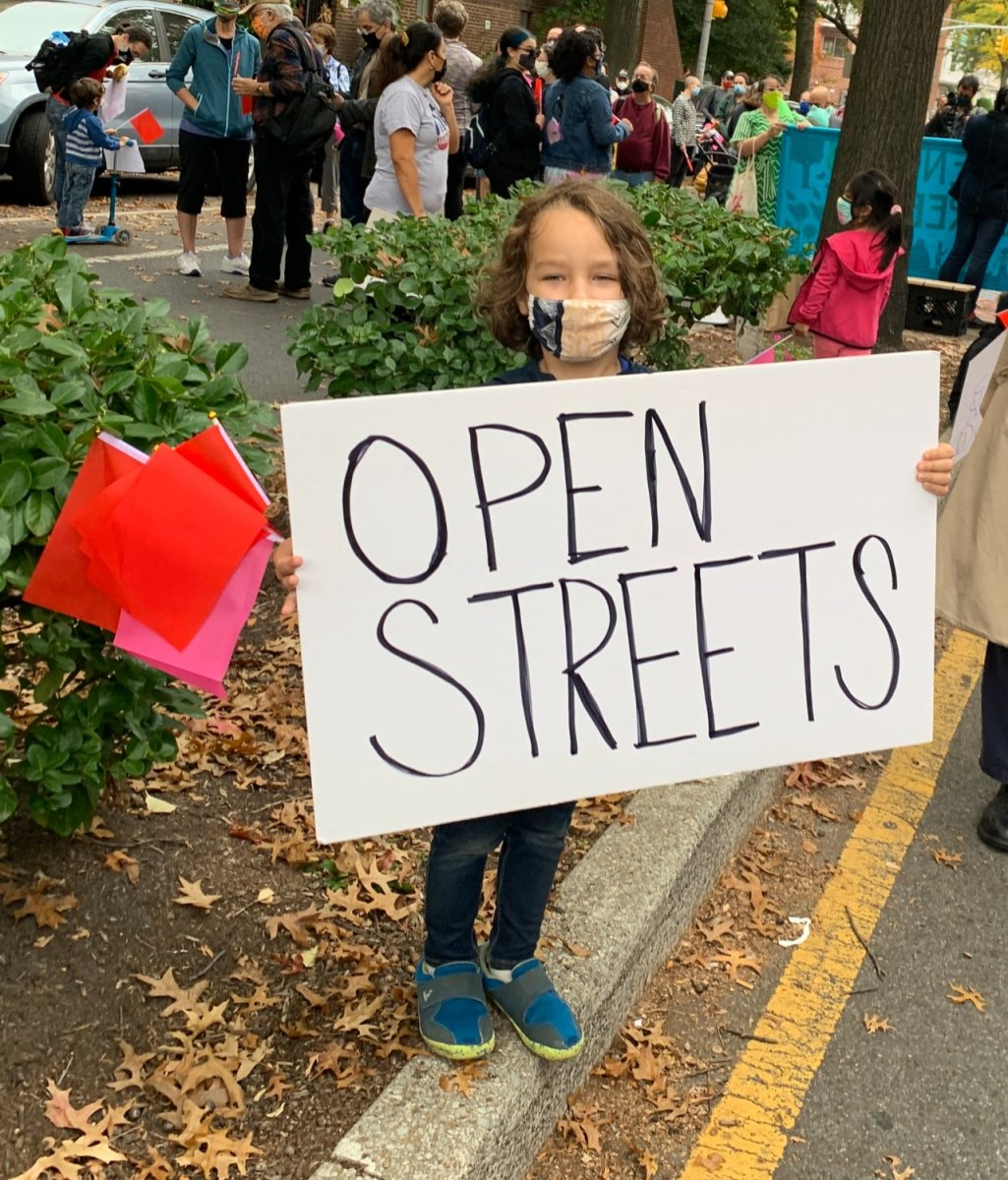 large.open-street-kid-sign-visa-news-ros