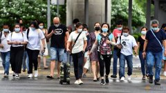 people-wearing-face-masks-cross-a-road-amid-the-coronavirus-disease--covid-19--outbreak-in-singapore-8.jpg