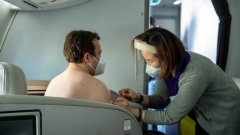 New Zealand, people were vaccinated against COVID-19 right in the business class.jpg